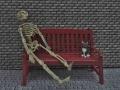 kostlivec na lavičce tmavší