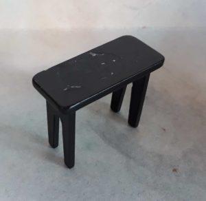 2017238 černá stolička