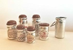 dózy na kávu a konvička