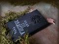 výloha - náhrobek Draculy