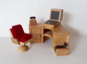 2018089 rohový PC stůl