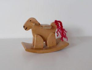 2018092 houpací kůň